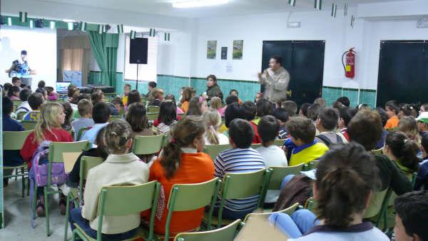 Las distintas actividades se desarrollaron con la  participación de casi 150 niños/as y el profesorado del C.E.I.P. Virgen de la Cabeza.